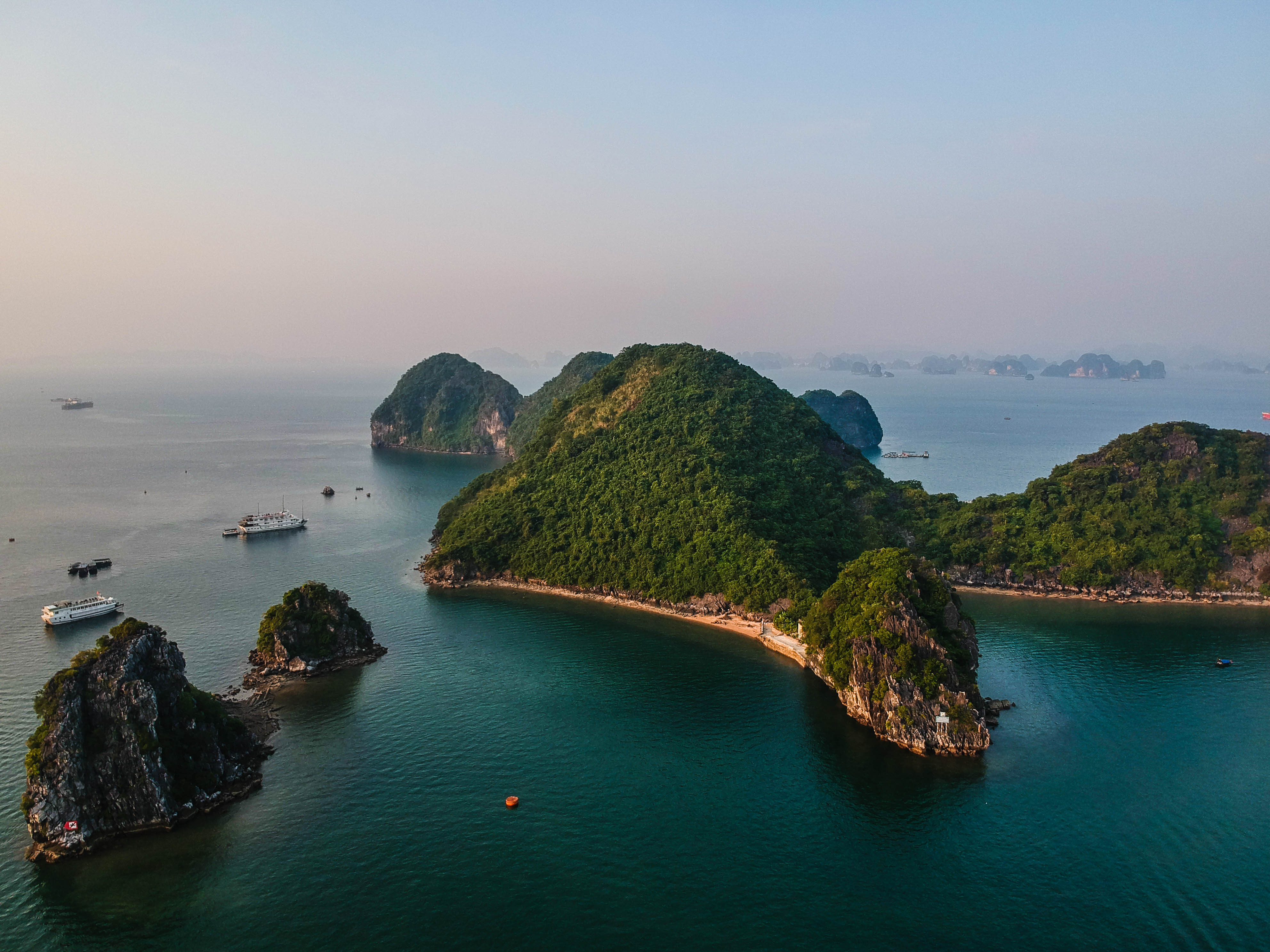 Our Halong Bay cruise review shows how to sail through the bay in style